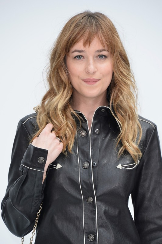 Dakota-Johnson-Chanel-Show-Parisbb