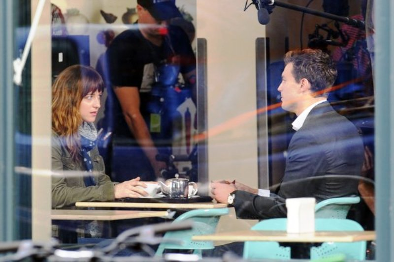 Dakota Johnson and Jamie Dornan enjoy tea in scenes for '50 Shades of Grey' in Vancouver, Canada.Pictured: Dakota Johnson and Jamie DornanRef: SPL659519 011213 Picture by: Richard Beetham / Splash NewsSplash News and PicturesLos Angeles: 310-821-2666New York: 212-619-2666London: 870-934-2666photodesk@splashnews.com