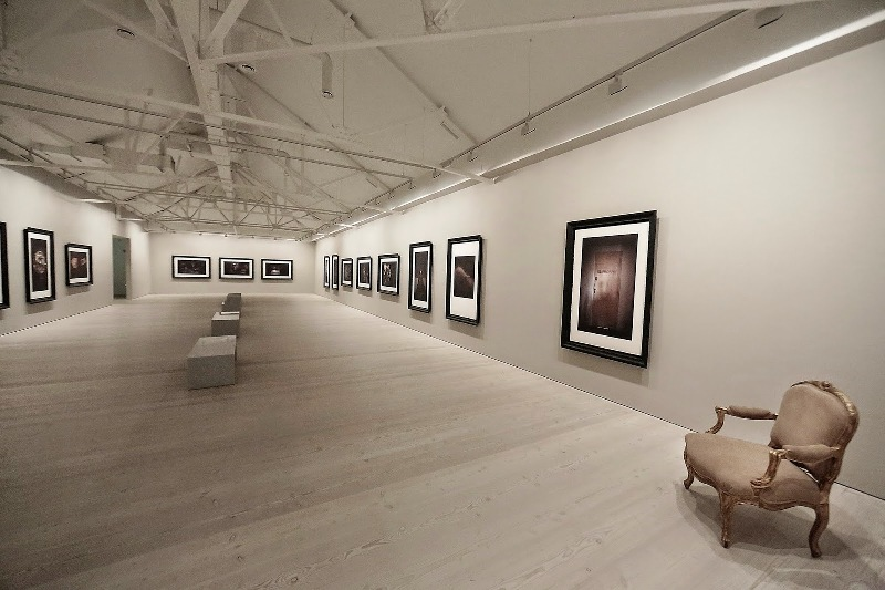 Second Floor - Sam Taylor-Johnson's photographic exhibition - Saatchi Gallery - London - 003